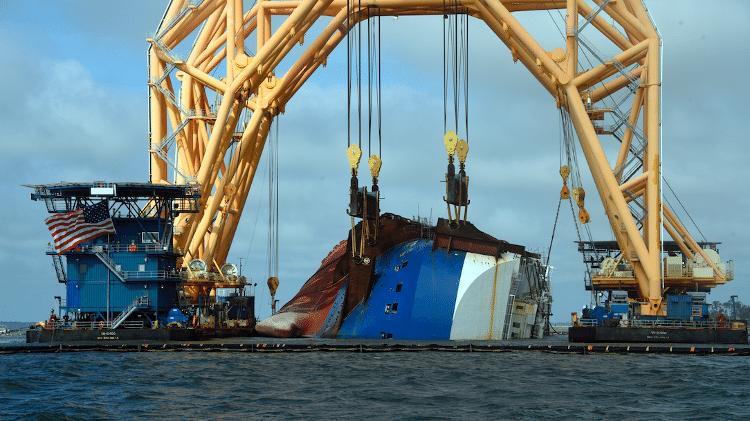 navio naufragado 4.200 carros Resgate do navio naufrágio do Georgia MV Golden Ray - Comunicado de Imprensa / Equipe de Resgate de Som de Saint Simons - Comunicado de Imprensa / Equipe de Resgate de Som de Saint Simons