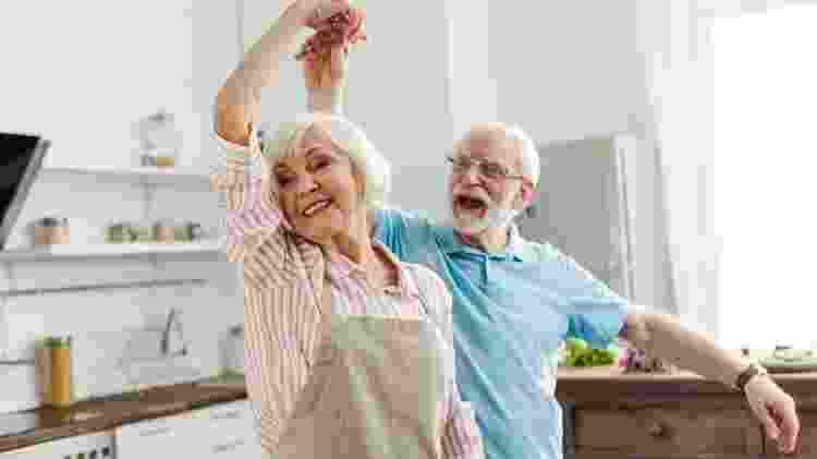 Casal de idosos dançando, idosos felizes, idoso feliz, idoso dançando - iStock - iStock