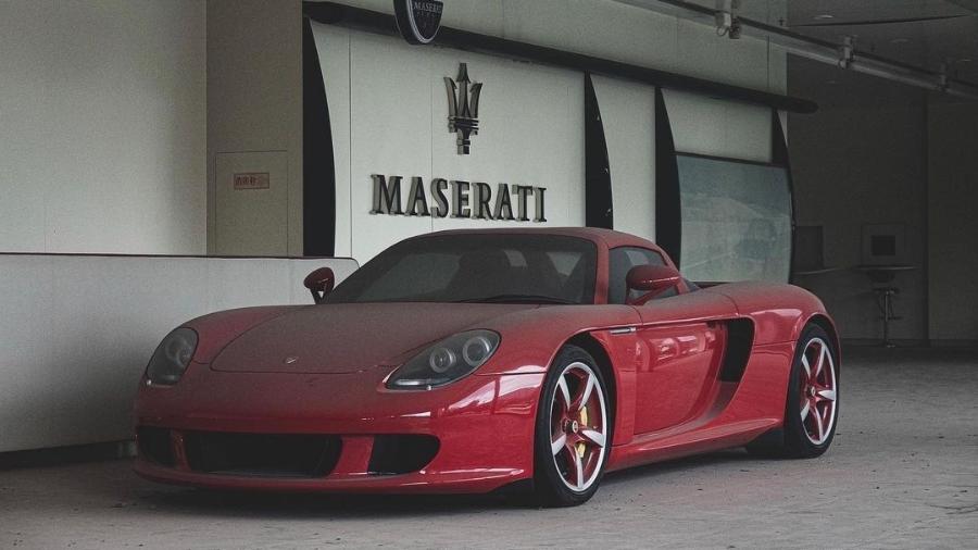 Porsche Carrera GT abandonado em loja na China - Reprodução/@cheongermando