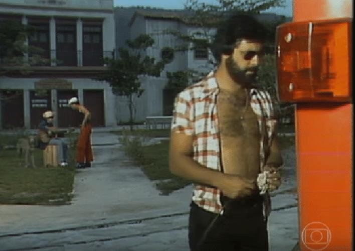2.out.2015 - O ator fez o seu primeiro trabalho em uma peça de teatro aos 14 anos de idade. Na Globo desde 1974, Fagundes já atuou em quase 40 projetos na emissora, entre novelas, séries e minisséries. Participou de novelas históricas como