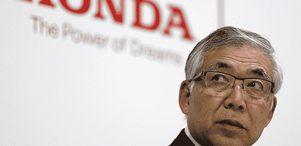 Tetsuo Iwamura, vice-presidente da Honda, anuncia veto a airbags da Takata - Issei Kato/Reuters