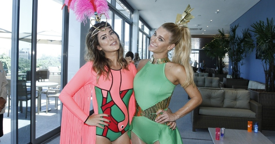 As musas Fernanda Paes Leme e Carolina Dieckmann dão entrevista antes da festa começar