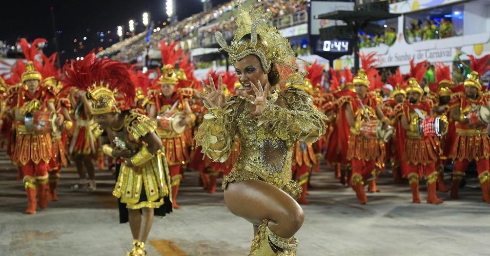 7.fev.2016 - Luana Bandeira, a rainha de bateria da Estácio da Sá, escola que trouxe para a Sapucaí enredo sobre São Jorge