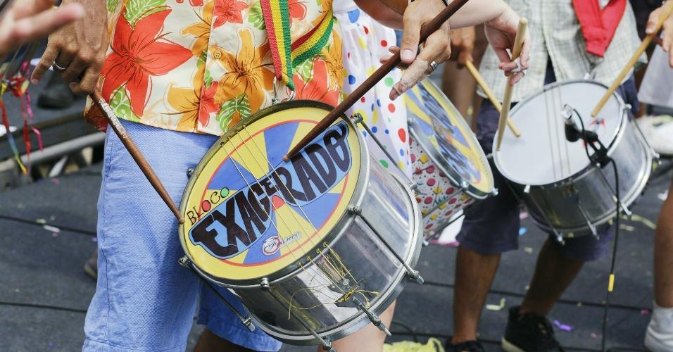 12.fev.2017 - O bloco Exagerado e a banda BaianaSystem comandam neste domingo (12) o segundo dia do evento Carnaval na Praça, no Memorial da América Latina, na zona oeste de São Paulo