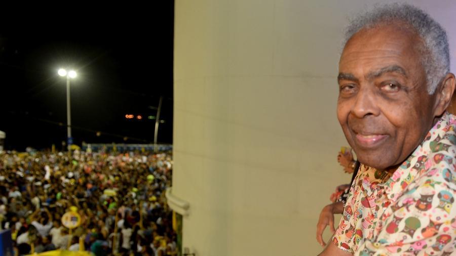 Gilberto Gil observa folia pré-Carnaval em Salvador do alto de seu camarote, o Expresso 2222 - Francisco Cepeda/AgNews