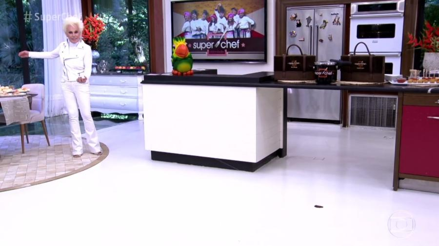 """Ana Maria Braga se diverte com aparição de inseto de mentirinha no estúdio do """"Mais Você"""" - Reprodução/TV Globo"""