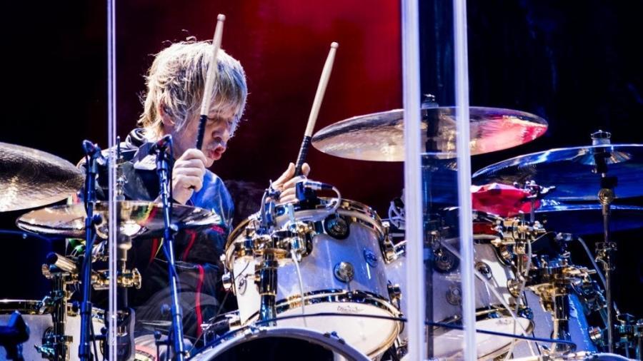 O baterista Zak Starkey, filho de Ringo Starr, toca com The Who no palco do São Paulo Trip, no Allianz Parque - Mariana Pekin/UOL