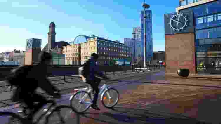 Ciclistas em Malmö, na Suécia - Tolga_TEZCAN/iStock - Tolga_TEZCAN/iStock