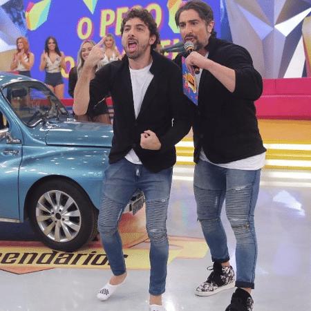 """Mionzinho e Marcos Mion durante gravação do """"Legendários"""" - Reprodução/Instagram/mionzinho"""