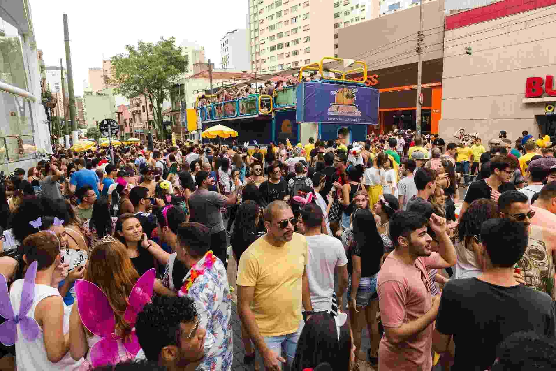 Louvando a bebida, Bloco da Catuaba colore o pós-Carnaval do centro de São Paulo - Rafael Roncato/UOL