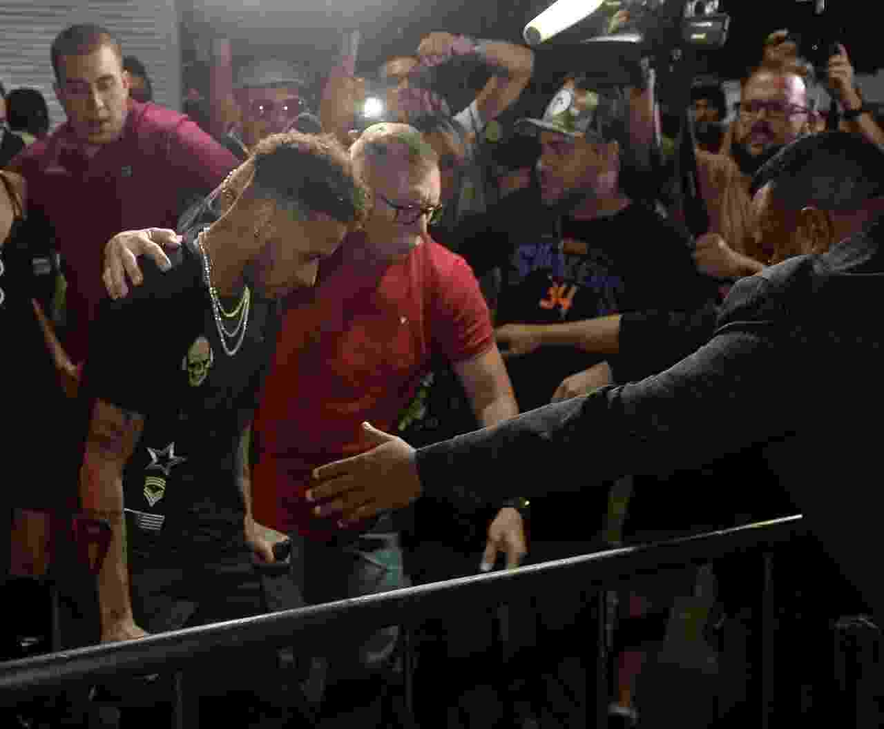 Neymar chega a festa - Francisco Cepeda/AgNews
