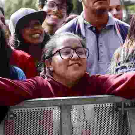 Ana Alcântara chegou cedo para ver o Rouge de perto na Virada Cultural - Mariana Pekin/UOL