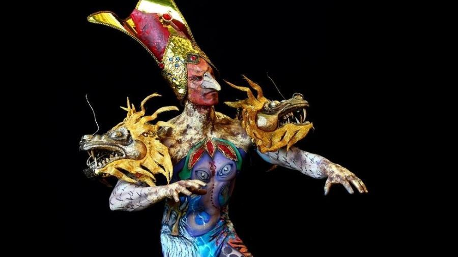 Modelo pintado pelos maquiadores brasileiros Jonathan Pavan e Alisson Rodrigues - Reuters