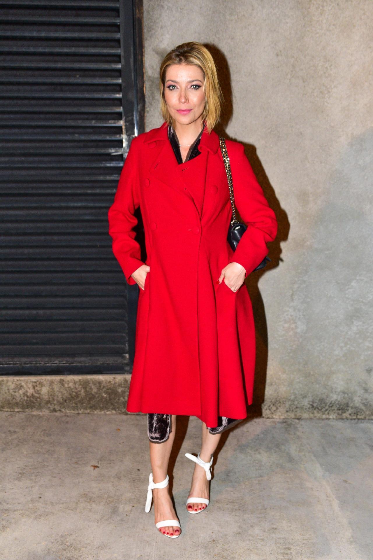 3d36870069 Luiza Possi aposta na tendência do casaco-vestido para look noturno  repita  - 19 07 2018 - UOL Universa