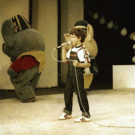 Selton Mello canta em programa de TV na infância - Reprodução/Instagram