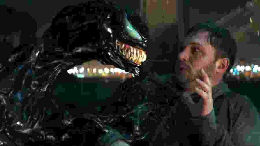 """Tom Hardy se confronta com o simbionte em cena de """"Venom"""" - Reprodução"""