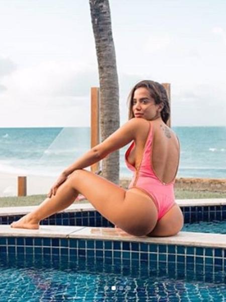 Anitta trata celulite na perna com bom humor - Reprodução/Instagram/anitta