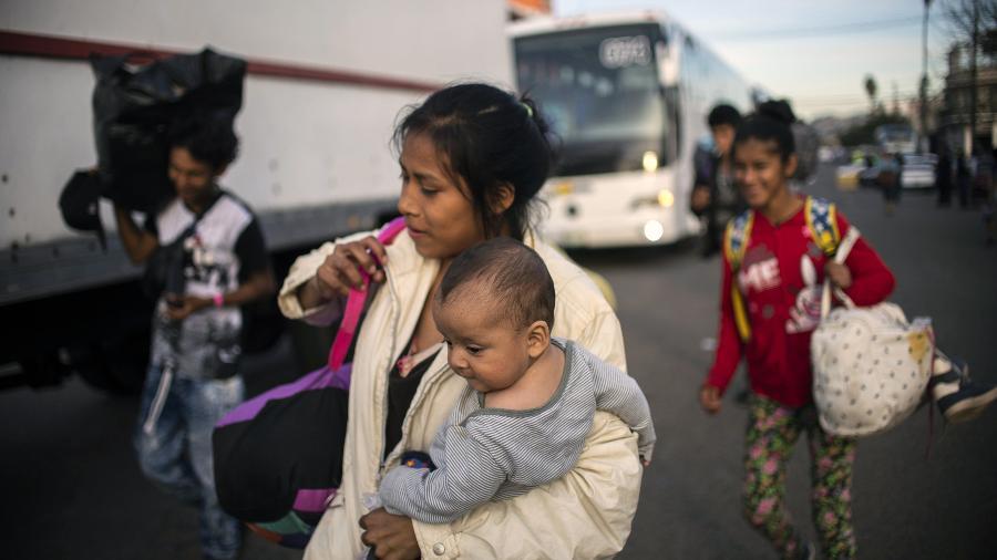 Mulheres de caravana migrante em greve de fome em Tijuana - AFP