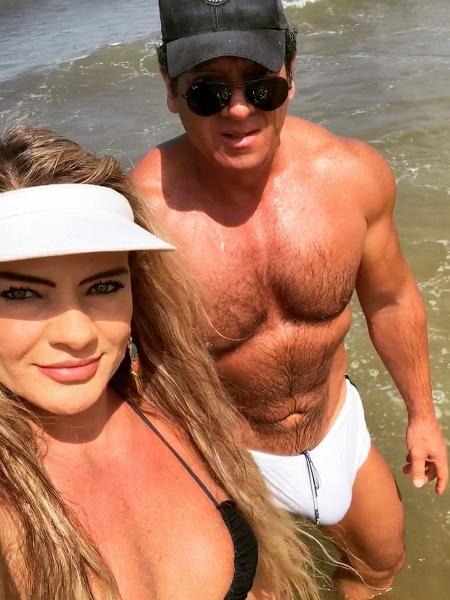 O deputado estadual Gilberto Ribeiro e a mulher, Nanci, em dia de praia - Reprodução/Instagram