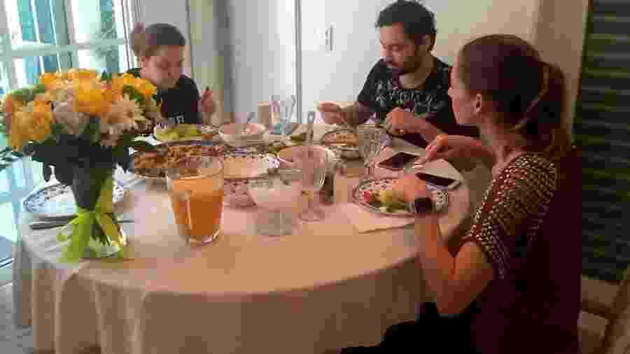 Fernando Zor recebe alta médica e almoça com a namorada, Maiara - Reprodução/Instagram