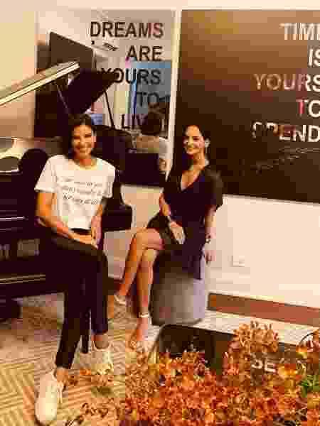 Mariana Rios posa em sua nova casa com a artista plástica Fernanda Naman - Reprodução/Instagram