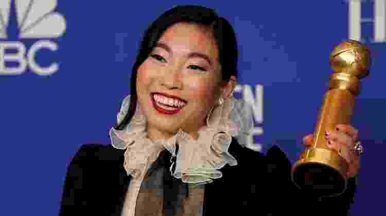 Awkwafina com seu Globo de Ouro por 'A Despedida', em 2020 - Mike Blake/Reuters - Mike Blake/Reuters