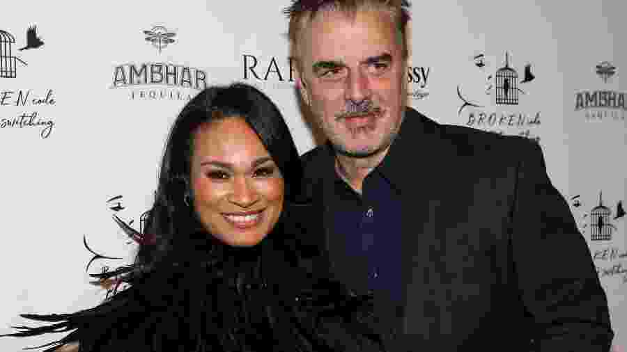 16.11.2019 - Tara Lynn Wilson (à esq.) com Chris Noth em evento em Los Angeles (EUA) - Paul Archuleta/Getty Images