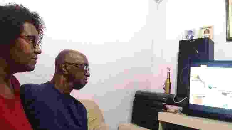 A operadora de telemarketing Ibenê de Souza Dias Alves e o marido; moradora de Guaianazes, ela tem de ir trabalhar na Lapa diariamente - Arquivo Pessoal - Arquivo Pessoal
