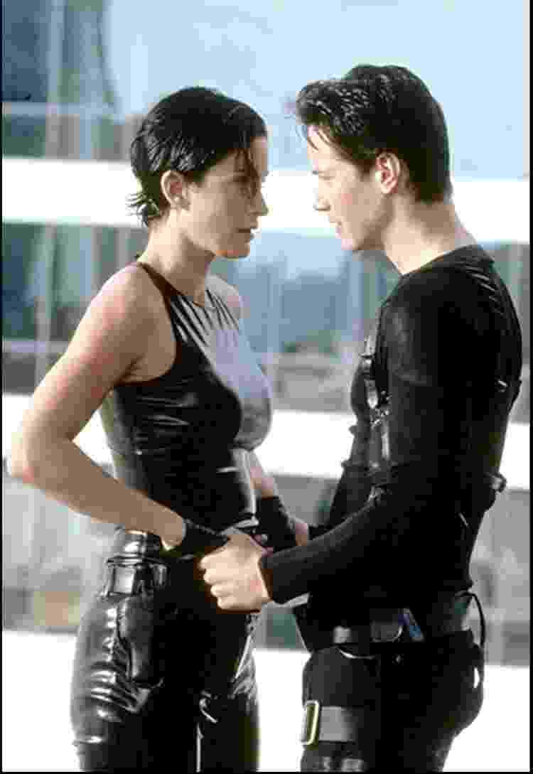 Carrie-Anne Moss e Keanu Reeves em 'Matrix' - Reprodução - Reprodução