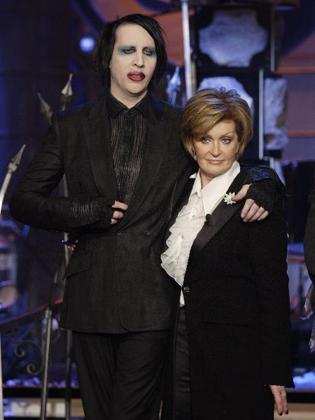 "31.10.2006 - Marilyn Manson e Sharon Osbourne no ""The Tonight Show with Jay Leno"" - NBCUniversal via Getty Images"