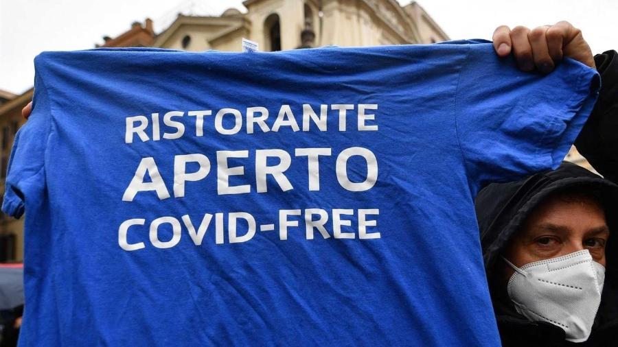 Pessoas em Roma protestam contra fechamento de restaurantes - Alberto Pizzoli/AFP