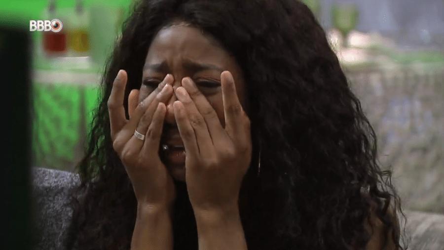 BBB 21: Camilla de Lucas chora ao ver família no presente do anjo - Reprodução/Globoplay