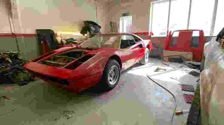 Ferrari 308 de fibra de vidro encontrada em garagem no Reino Unido - Reprodução/Scott Chivers - Reprodução/Scott Chivers