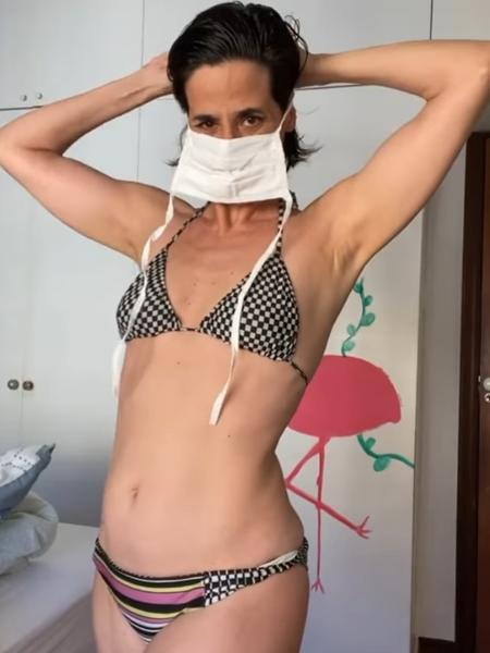 A atriz Mariana Lima, em cena do vídeo em que defende o uso de máscara e questiona como a exibição do corpo gera mais engajamento nas redes  - Reprodução/Instagram