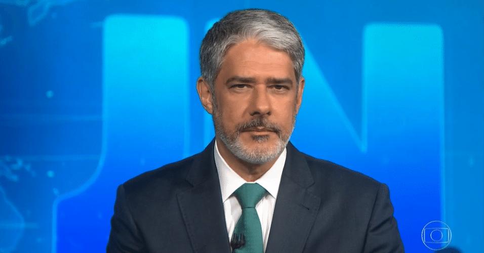 William Bonner anuncia internação de Silvio Santos no 'Jornal Nacional'