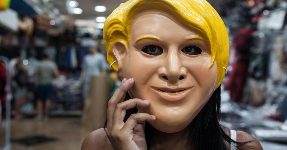 A máscara da Marta Suplicy custa R$ 7 na loja Porto das Festas e Fantasias (Ladeira Porto Geral, 88 ? Centro/ SP)