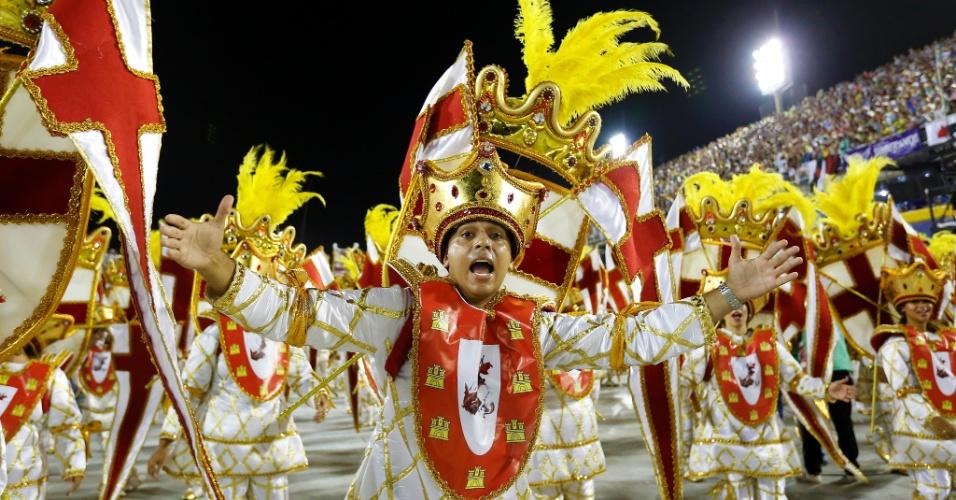 7.fev.2016 - Integrante da Estácio da Sá desfila em uma das alas da escola, que conta a história de São Jorge e da região da Capadócia