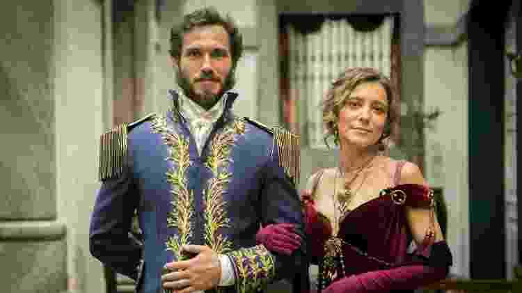 """Avilez (Paulo Rocha) e Dulcina (Joana Solnado) são casados na novela """"Novo Mundo"""" - Raquel Cunha/Globo/Divulgação - Raquel Cunha/Globo/Divulgação"""