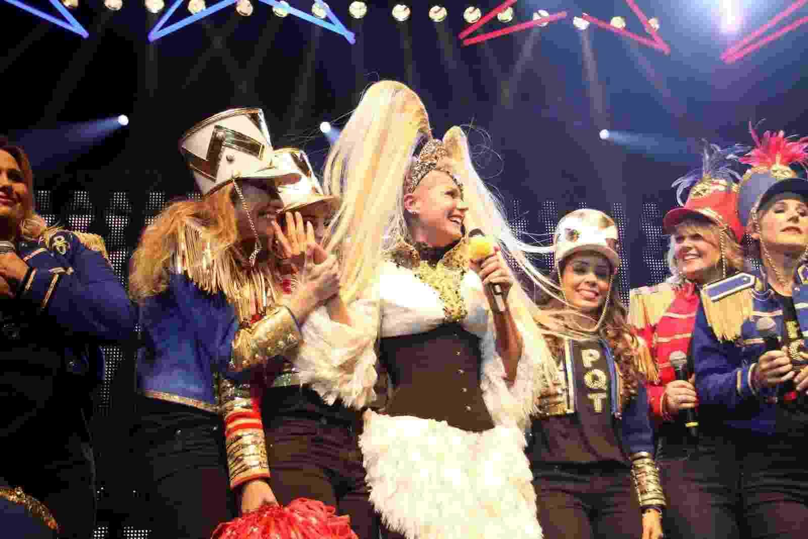 Deu climão: Xuxa ganha homenagem de ex-paquitas durante show no Rio - Thyago Andrade/Brazilnews