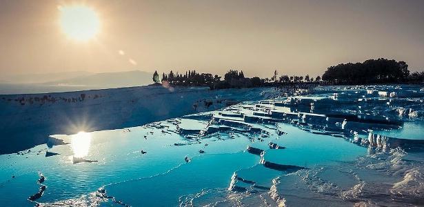 De lago rosa à Porta do Inferno: veja destinos turísticos inacreditáveis