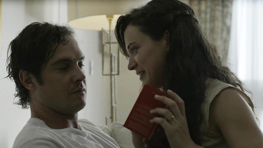 Gael não gosta de ver que Clara comprou um celular novo - Reprodução/Globo