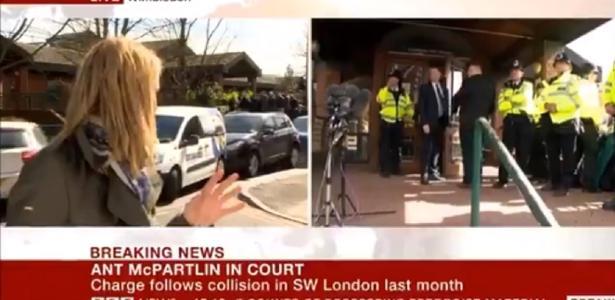 TV registra batida entre três carros ao vivo; repórter se assusta