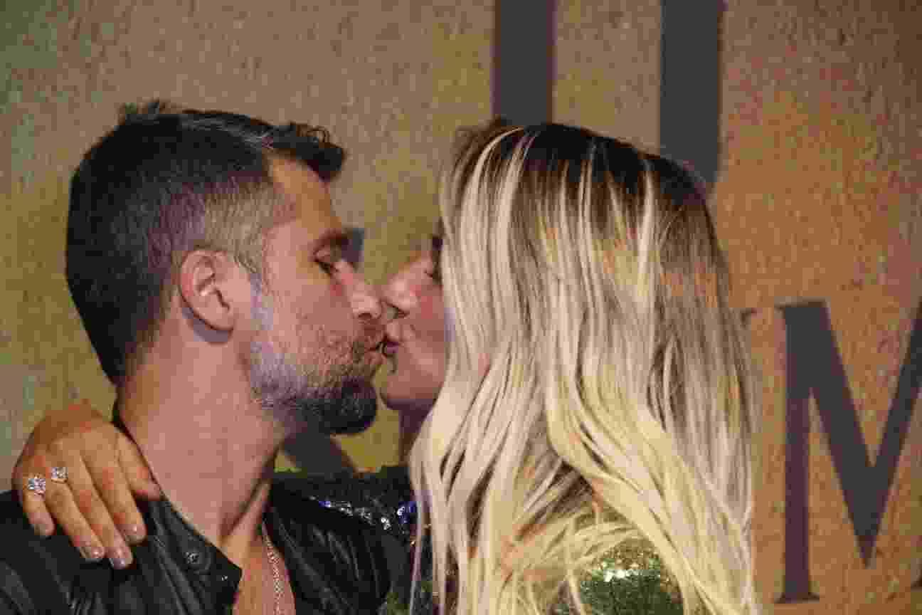 """Bruno Gagliasso e Giovanna Ewbank trocaram beijos na festa de """"O Sétimo Guardião"""" - AgNews"""