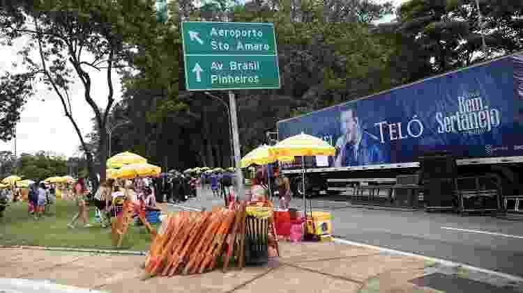 Caminhão do bloco Bem Sertanejo, de Michel Teló, estacionou nas imediações do Parque do Ibirapuera - RENATO S. CERQUEIRA/FUTURA PRESS/ESTADÃO CONTEÚDO - RENATO S. CERQUEIRA/FUTURA PRESS/ESTADÃO CONTEÚDO