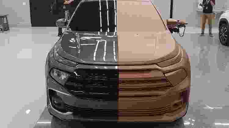 Metade do modelo em argila estava pintado como um veículo de verdade - Fernando Miragaya/UOL