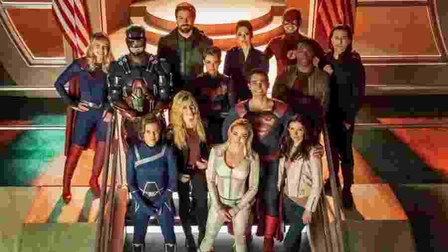 Heróis da DC se reuniram no crossover Crise nas Infinitas Terras - Reprodução