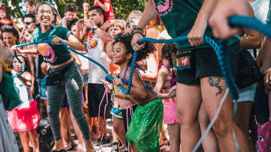 O bloco Folia de Bonequins reúne crianças de todas as idades - Divulgação
