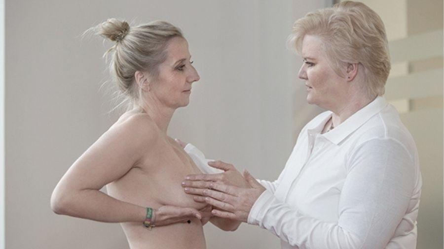 Discovering Hands emprega deficientes visuais na prevenção do câncer de mama - Discovering Hands/Reprodução