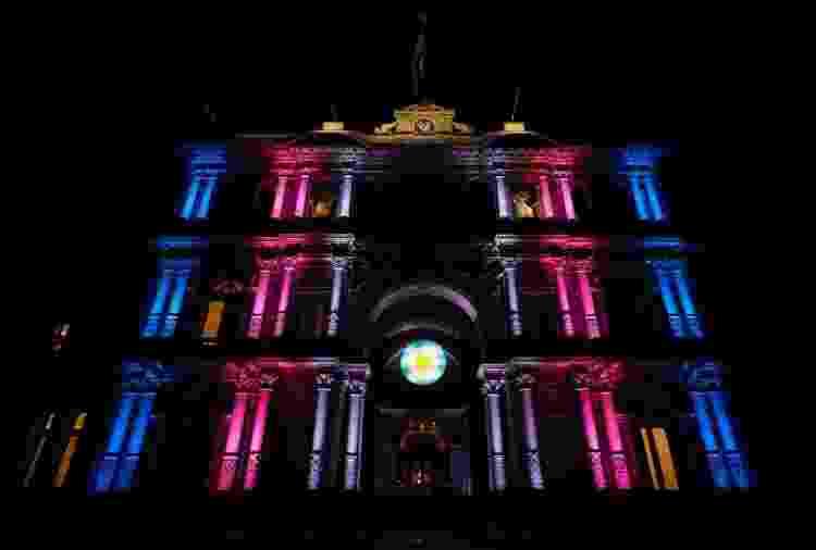 A Casa Rosada, em Buenos Aires, foi iluminada com as cores da bandeira trans quando o Congresso aprovou a ei de cotas - Reprodução/Twitter/Casa Rosada - Reprodução/Twitter/Casa Rosada