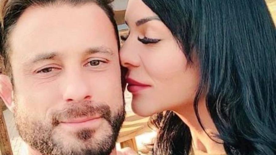 Rhenata e o ex-namorado, o policial Erik Becker; ele foi preso sob suspeita de violência doméstica - Reprodução/Instagram